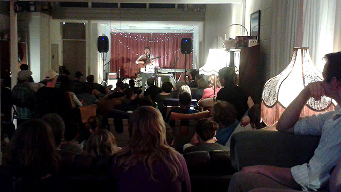 """Open Mic Night"" at the Wharf - a ""couch-surfing"" community house reaching backpackers in New Zealand"